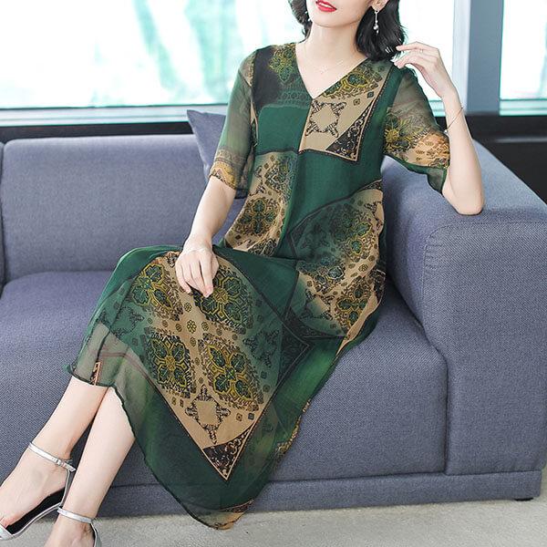 §獨具衣格§ J1465 絲棉 墨綠色V領方塊印花洋裝-中大尺碼