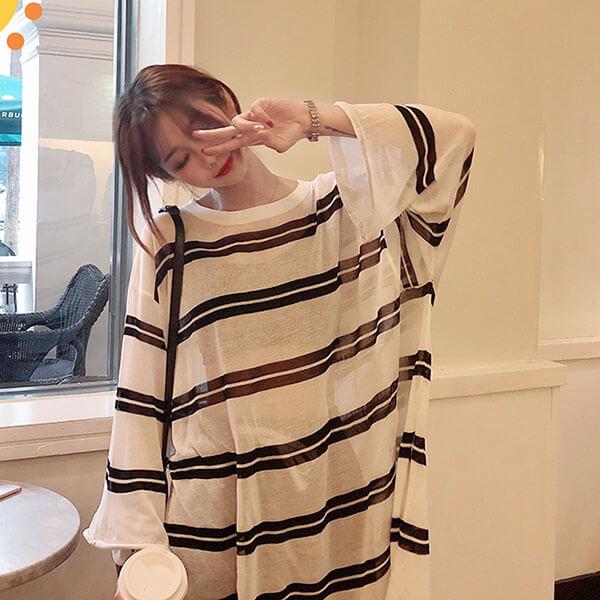 §獨具衣格§ J1999 冰絲透膚配條防曬罩衫長版上衣-大尺碼