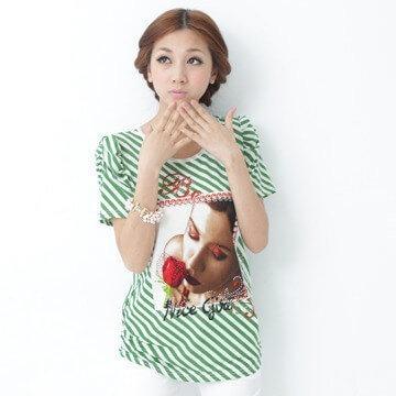 §獨具衣格§  G100825 華麗公主袖斜配條照片印花燙鑽裝飾後蝴蝶結上衣(515)(綠)