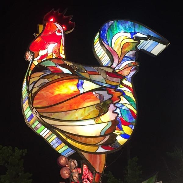 藝術玻璃-廣隆光電花燈藝術 雞鳴報喜