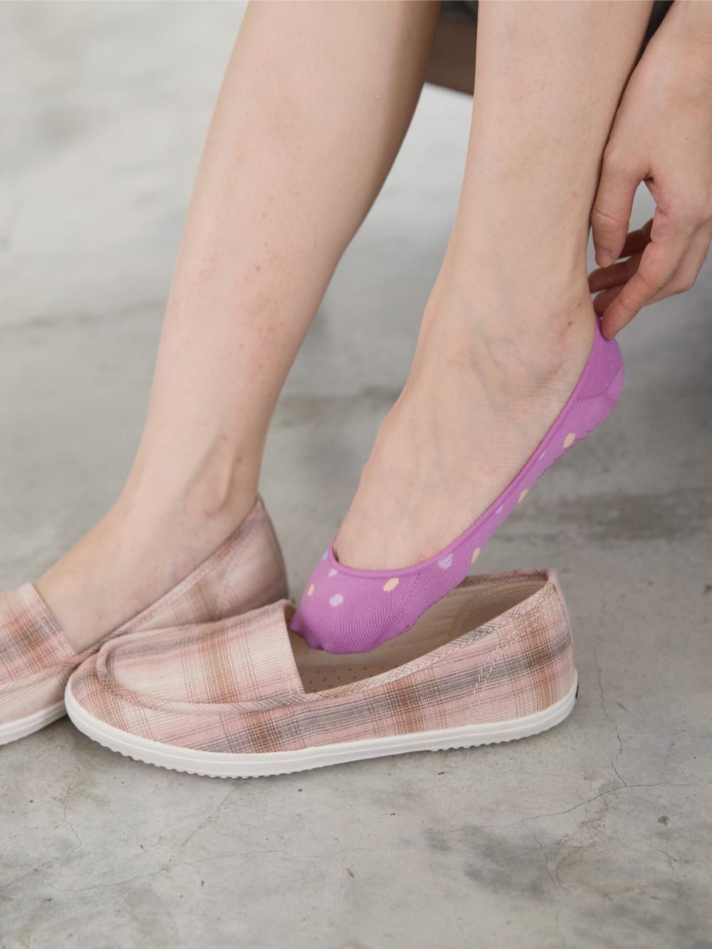 貝柔吸濕速乾足底止滑襪套-水玉圓點
