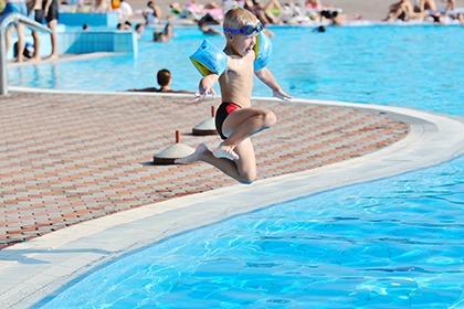 兒童學泳4大須知,讓寶貝安全水中游