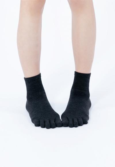 透氣五趾抑菌中筒除臭襪(經典黑 女M-L)