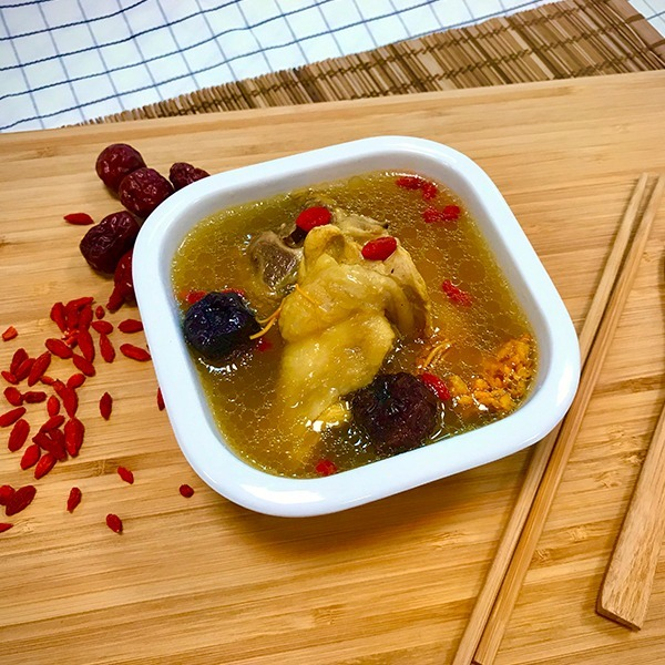 黃金蟲草雞燉湯