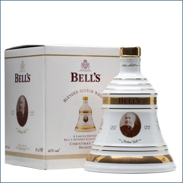 CHRISTMAS 2009 Bell's 8 Year Old Arthur Bell 70cl  40%