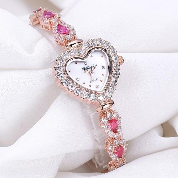 小巧心型鑲鑽時尚女錶
