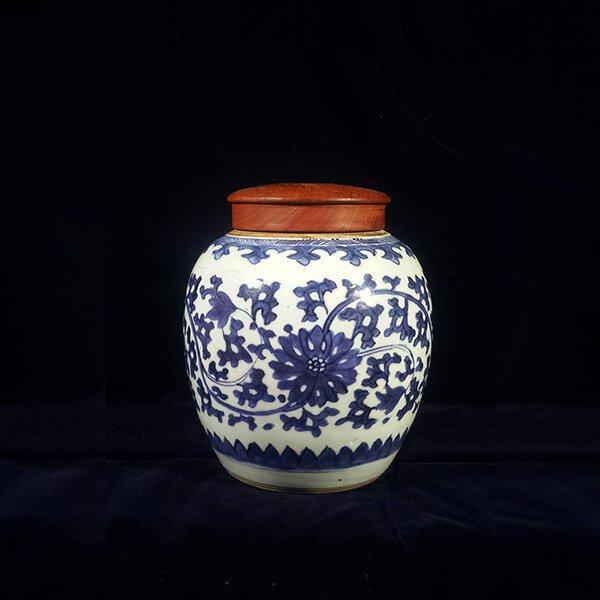 青花纏枝蓮紋罐