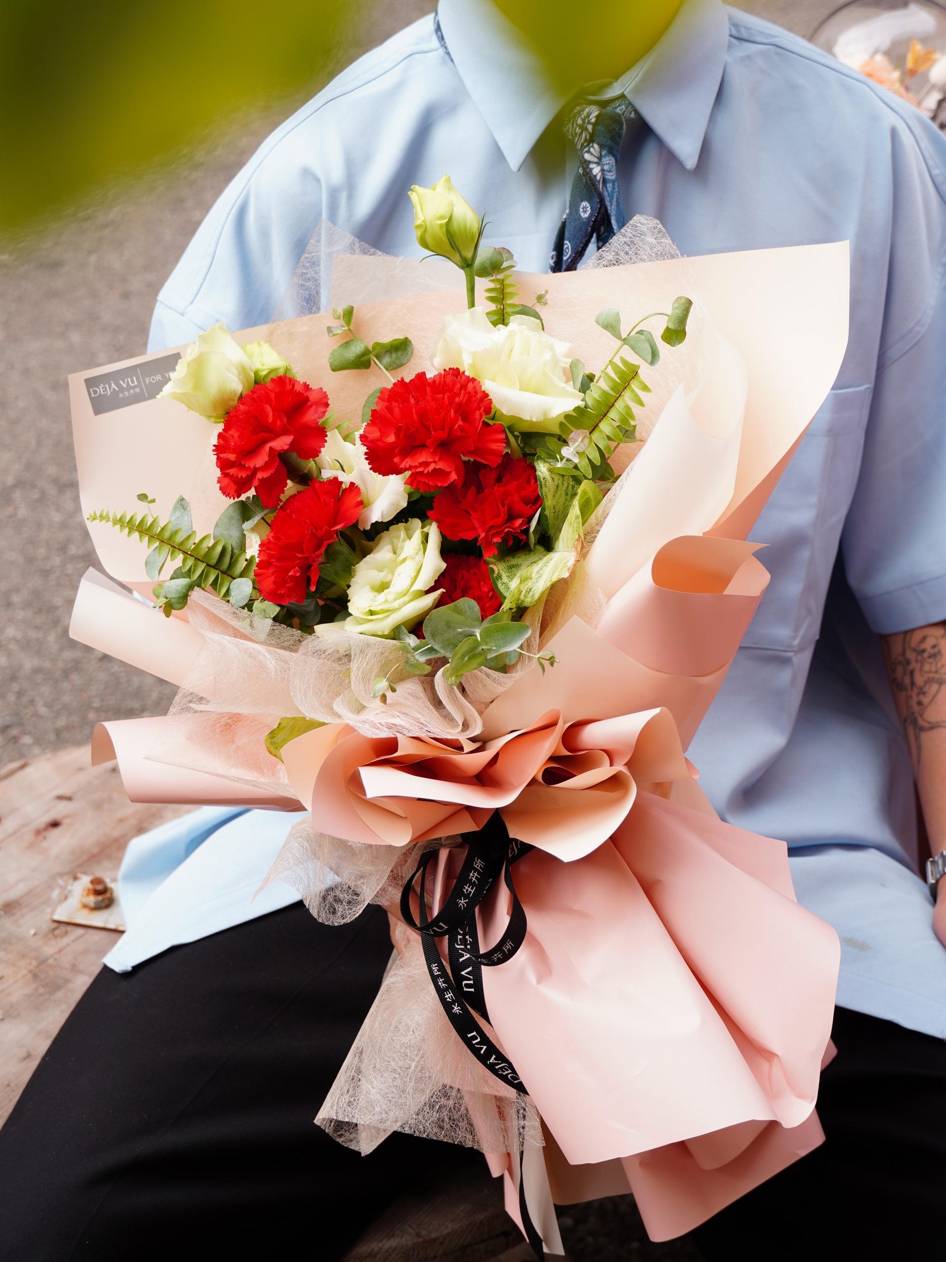 母愛之大-鮮花花束 中